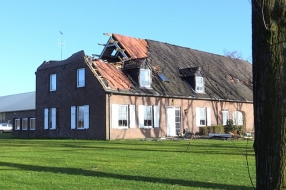 'Alsof de wereld verging', storm blaast het dak van de boerderij van Edwin en zijn gezin