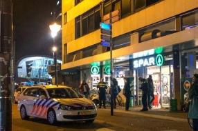 Nieuws: Arnhemmer laat zich oppakken voor steekpartij in centrum Arn