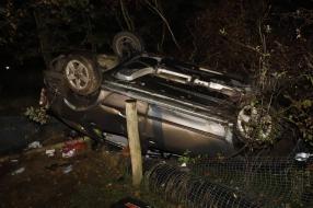 Nieuws: Auto belandt na botsing op de kop in de berm