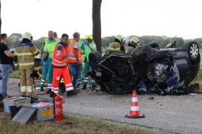 Nieuws: Auto belandt op de kop in Landhorst: vader en dochter gewond