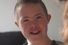 Nieuws: Ayden (16) zit na jarenlange strijd eindelijk op de goede sc