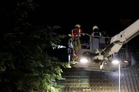Nieuws: Blikseminslag brengt huis forse schade toe, echtpaar naar zi