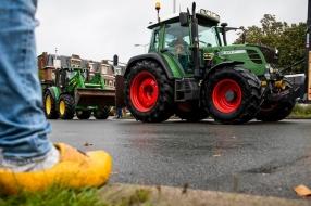 Nieuws: Boeren onderweg naar provinciehuis in Den Bosch [LIVE]