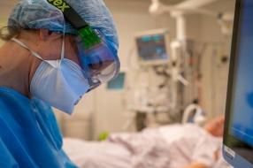Coronanieuws: weer minder sterfgevallen dan normaal