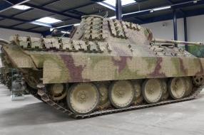 Duitse tank na motorpech toch onderweg naar Oorlogsmuseum Overloon