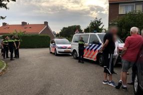 Extra agenten nodig, omdat omstanders politie hinderen bij arrestatie minderjarige jongens
