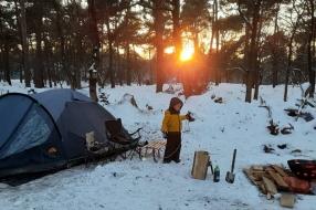 Nieuws: Familie Markerink gaat nachtje winterkamperen tijdens ijskou