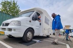 Nieuws: Files om campers te laten wegen: 'Spannend, geen idee wat he