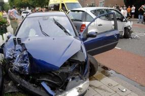 Nieuws: Flinke botsing in Velp, twee gewonden