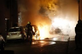 Nieuws: Flinke schade aan auto's en huis door brand in Grave