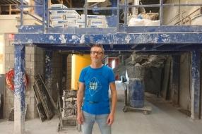 Nieuws: Het beeld van Johan Cruijff in Barcelona werd gegoten in Cui