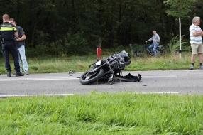 Nieuws: Motorrijder ernstig gewond door botsing in Mill