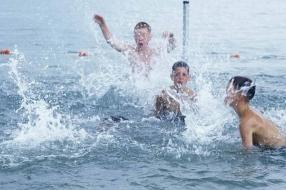 Nieuws: Negatief zwemadvies voor 16 zwemplekken aan de Maas