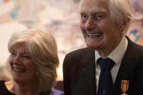 Nieuws: Oorlogsheld van Overloon, Ken Mayhew (104), overleden