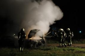 Nieuws: Opnieuw auto door brand verwoest in Grave