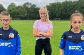 Nieuws: Oranjeleeuwin Kika van Es wordt shirtsponsor van haar eerste