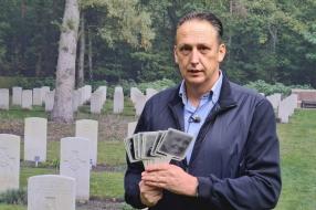 Nieuws: Oscar geeft de gesneuvelden op oorlogsbegraafplaats Overloon