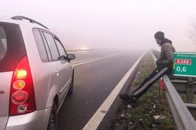 Nieuws: Politie plukt verdwaalde wandelaar van snelweg