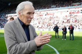 Nieuws: PSV-icoon Harry van Raaij (84) overleden