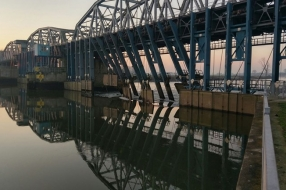 Nieuws: Rijkswaterstaat weer stap dichter bij opening stuw Grave