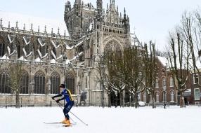 Nieuws: Sneeuwnieuws: eerste schaatsers op het ijs, marktkooplui heb