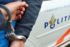 Nieuws: Snelheidsduivel crasht na achtervolging, bespuugt agenten en