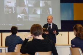 Nieuws: Staatsecretaris bezoekt Elzendaal College Gennep