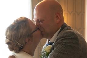 Nieuws: Tranen bij kersverse bruid: de trouwfoto's zijn teruggevonde