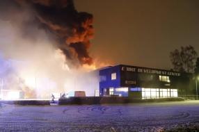 Nieuws: Uitslaande brand bij E-Bike Development Center in Cuijk