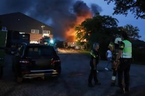 Nieuws: Uitslaande brand in woonunit bij frambozenkwekerij in Gassel