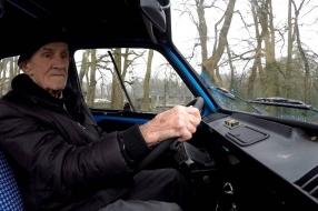 Nieuws: Wiel (85) rijdt zijn hele leven met één autome