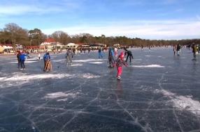 Nieuws: Zondag écht de laatste schaatsdag, dooi maakt eind aan sneeu
