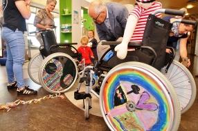 Nieuws: Kinderen Maasziekenhuis pimpen hun rolstoel